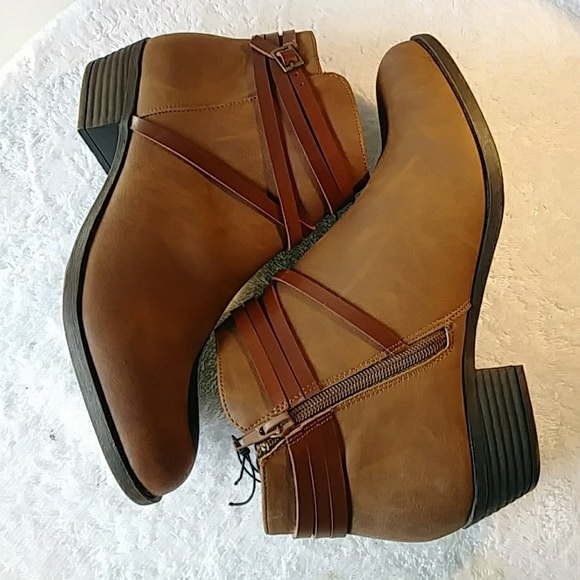 22c2703ee38 New Madden Girl Chestnut Ankle Booties Sz 8.5